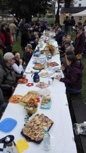 die grösste Picknicktafel in Finsing