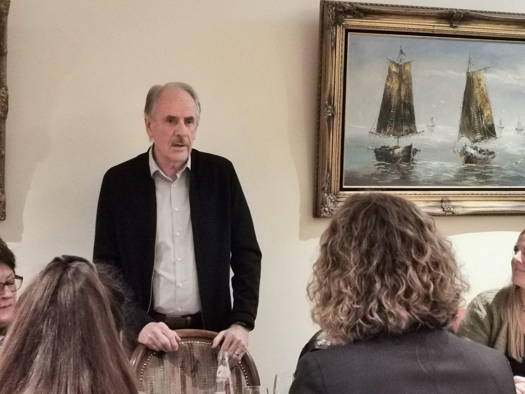 Landratskandidat Hans Schreiner diskutiert Verkehrswende mit Finsinger Bürgern